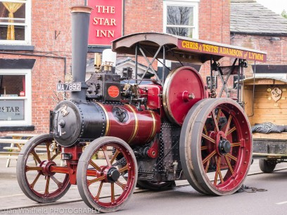 Traction engine in action
